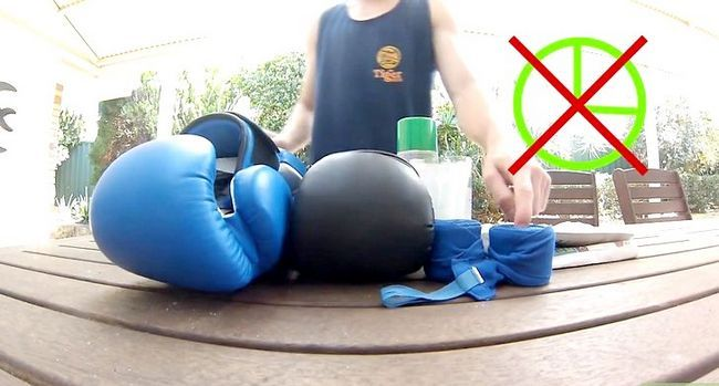 Imagen titulada Clean Boxing Gloves Step 9