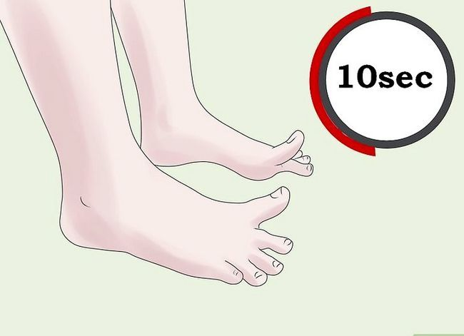 Imagen titulada Point Toes Hard for Ballet Step 6