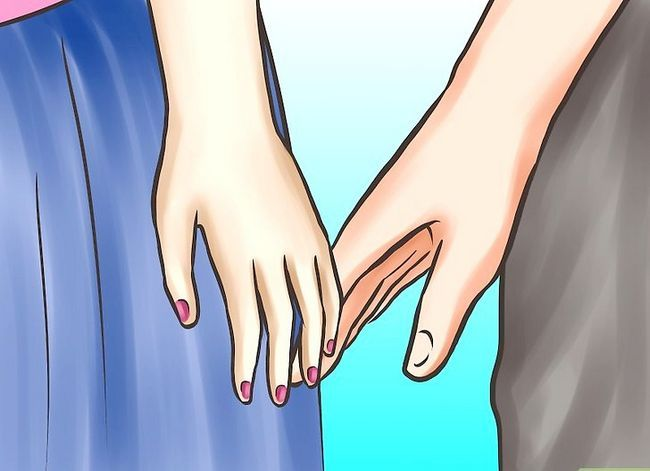 Imagen titulada Ask Your Girlfriend to Hold Hands Step 3